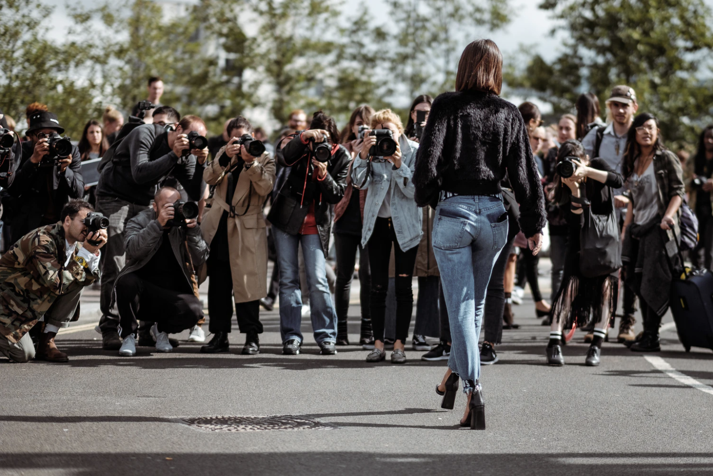 Woman photographed by paparazzi